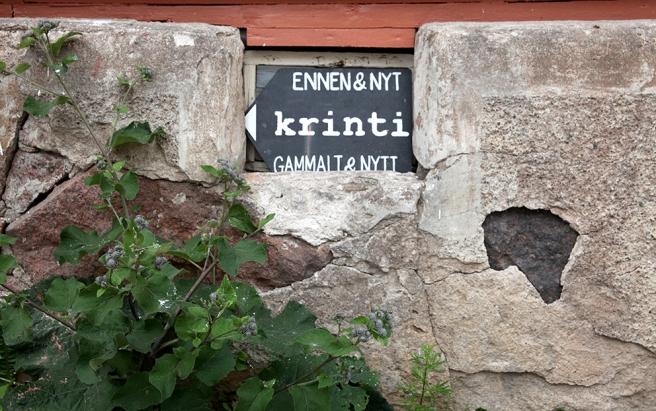 Skylten visar vägen till den fina lilla och mycket speciella butiken Krinti.
