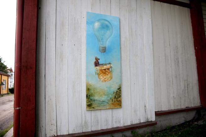 En vägg med en fantasifull målning.