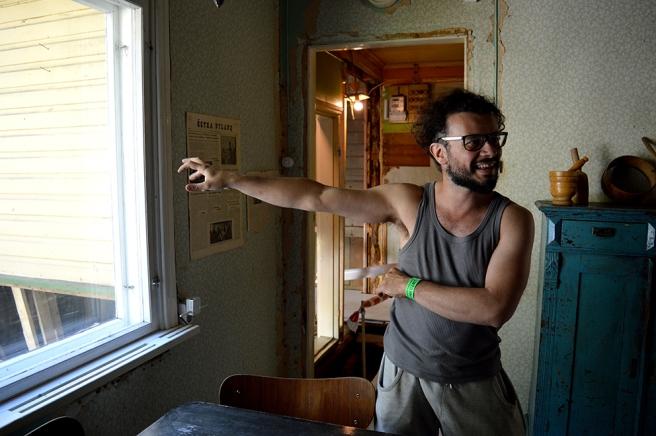 Beniamino Borghi välkomnade oss med öppna armar och berättade gärna om husrenoveringen. Här är vi i köket i huvudbyggnaden.