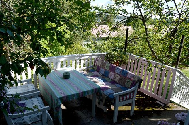 Terrassen är hur inbjudande som helst. Kolla vyn över Lovisaviken!
