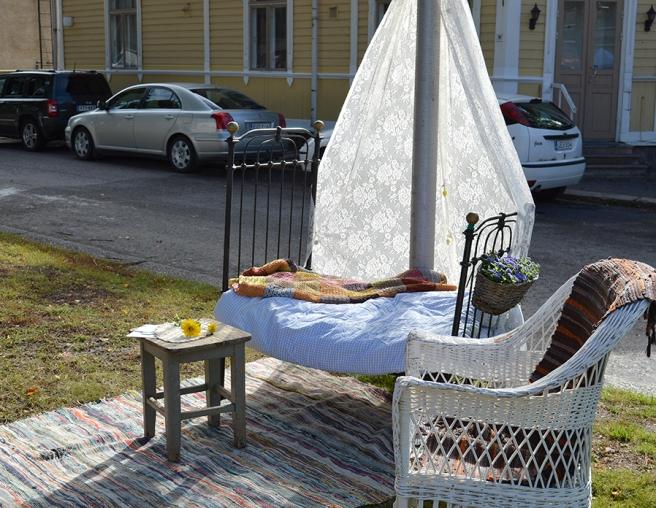 Romantiskt och inbjudande i parken men såg ingen som lade sig för att vila här :-)