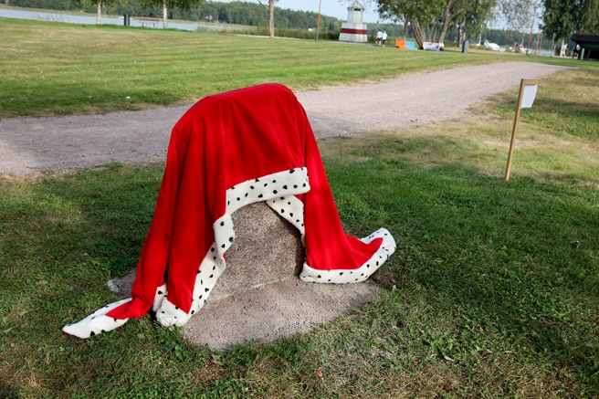 Spännande - hur ser stenen ut under skynket?