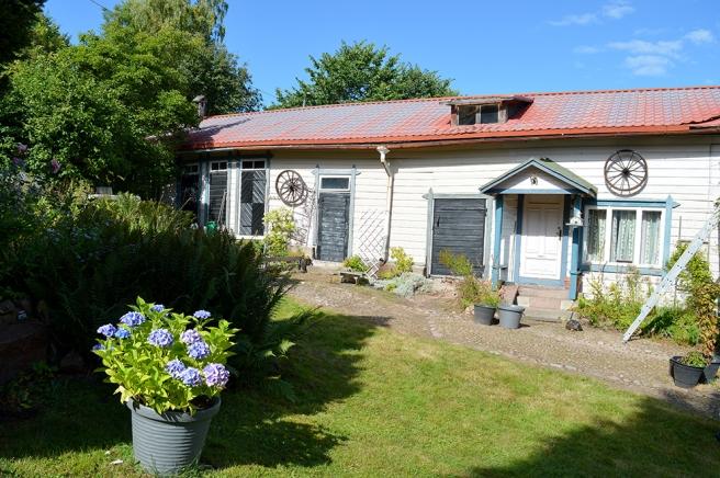 Husets är L-format, det här vetter inte mot huvudstråket Drottninggatan.