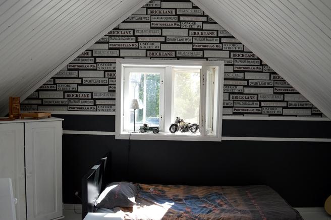 Ett sovrum med lite tuffare stil.
