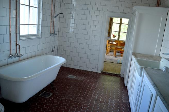 ... och för att kunna bo i ett hus behövs ett badrum.