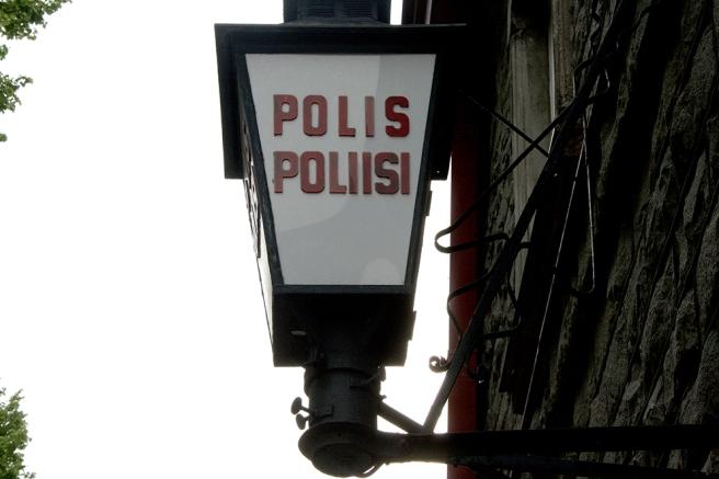 Tycker vi har en väldigt stilig skylt som visar var man går in till vår polisstation.