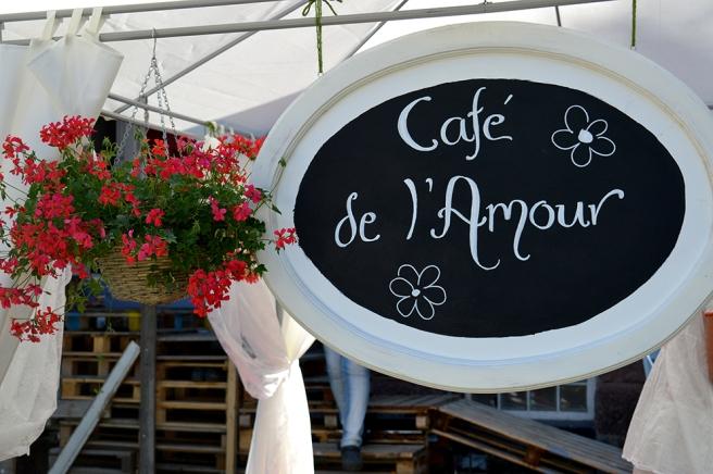 Kärlekens café finns på åsen, på Villa Engels gård.