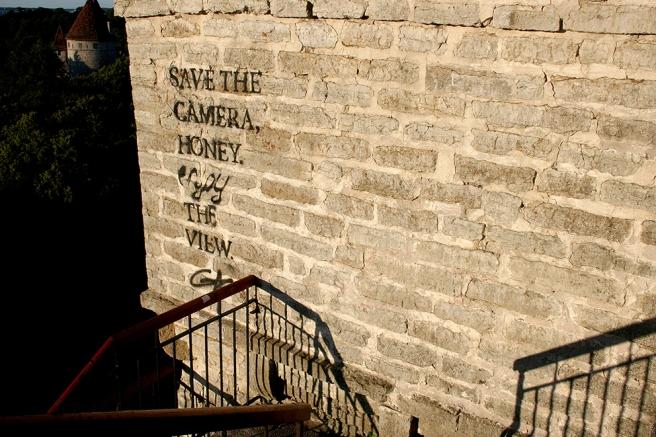 Behöver knappast säga det - men jag älskar gamla murar. Och kloka ord.