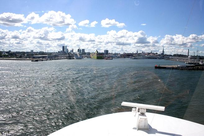 Viking XPRS anländer till Tallinn.