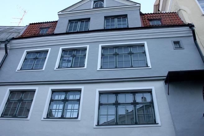 Här tycker jag speciellt om de fyra minsta fönstren.