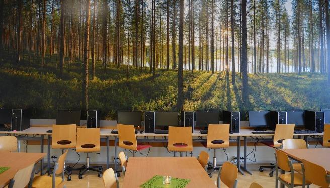 """När eleverna jobbar vi datorerna sitter de """"i skogen""""."""