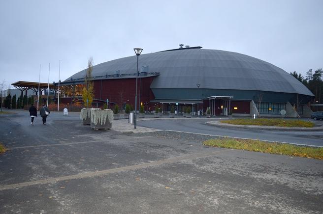 Joensuu Areena, den största byggd av trä i Finland. Syns ju inte direkt utanpå men inuti såg man balkarna.