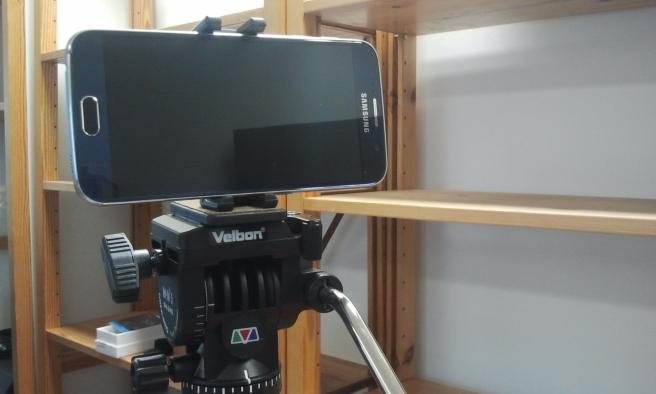 Kameran behöver inte vara större än så här. Den här tar otroligt skarpa bilder och filmsnuttar.