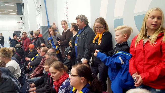 Trångt om saligheten också nu, men i år lyckades vi som hejade på Tor samla oss ganska bra på ett ställe.