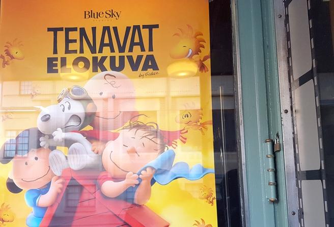Valde att se den film där Snobben och hans vänner talade svenska fastän reklamen här är finsk.