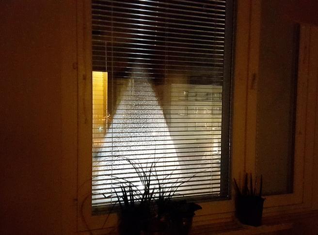 För någon vecka sedan såg jag Mårran i fönstret, nu tycker jag mig se en tomte :-)