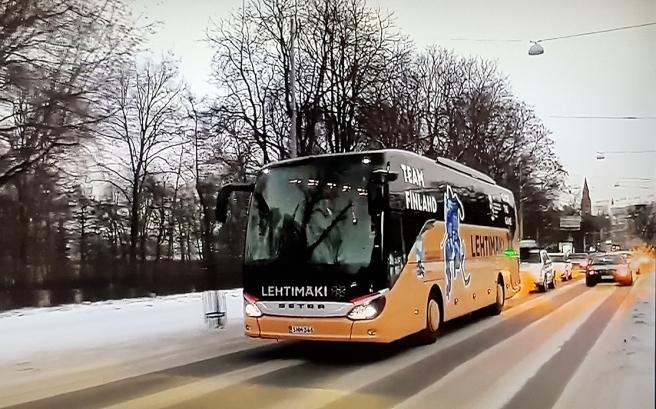 Så mäktigt med den här bussen. Att gatorna var tomma kan bero på kölden om -20 grader minst eller på att alla hade samlats utanför Olympiastadion.