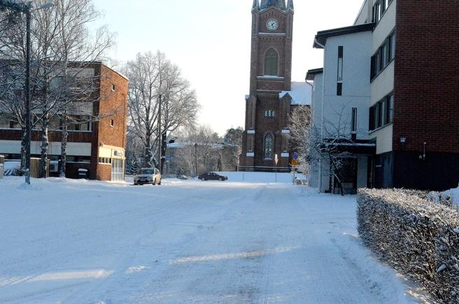 Längs Chiewitzgatan mot kyrkan och därifrån till höger mot Sibeliusgatan.