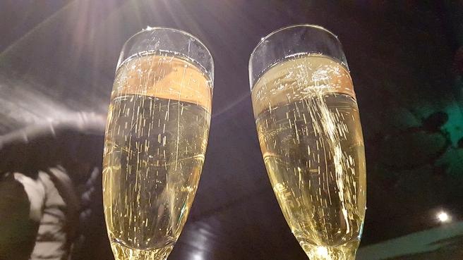 Det nya året skålades in med några glas mousserat.