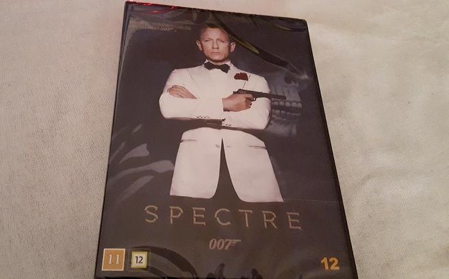 Äntligen fanns den att köpa. Dvd:n av Spectre.