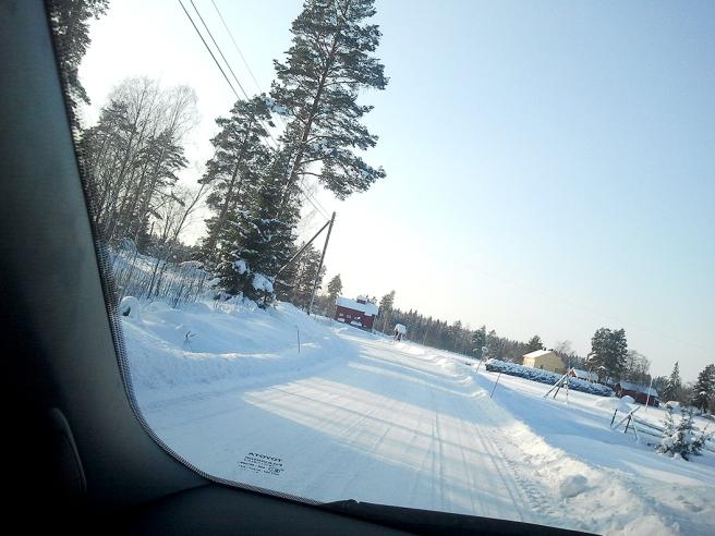Fotograferat från bilfönstret, medan jag körde... någonstans i Lappträsk, 8.2.2012.