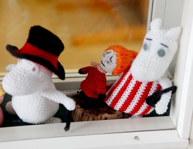 Hittade dom här figurerna i ett fönster på ett daghem.