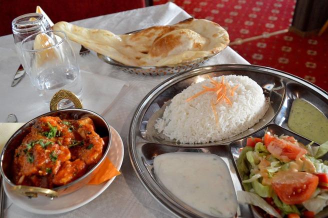 En ny restaurang med nepalesisk mat har öppnat i Lovisa. Den heter Pahuna som betyder Gäst.