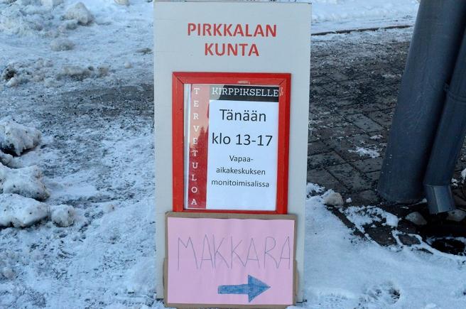 Korv (Makkara på finska) till salu utanför en idrottshall i Tammerfors.