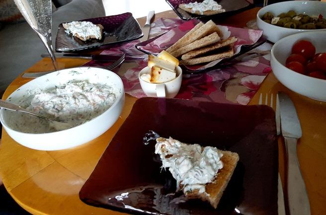 En härligt smakrik röra på rostat bröd och getost från Kanarieöarna - bland annat, bjöds till förrätt.