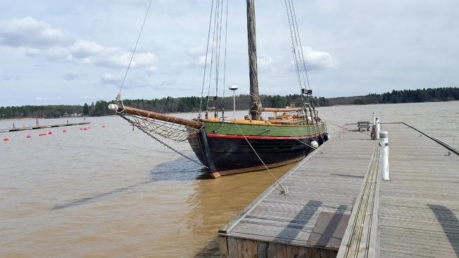 Paketjakten Österstjernan. Kanske jag åker ut på någon av seglatserna för allmänheten i sommar.
