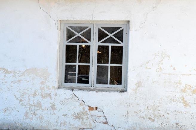 Det här är ett av många fina fönster i Strömfors gamla bruk. Där finns gamla stall, en smedja, ett gammalt ysteri m.m.