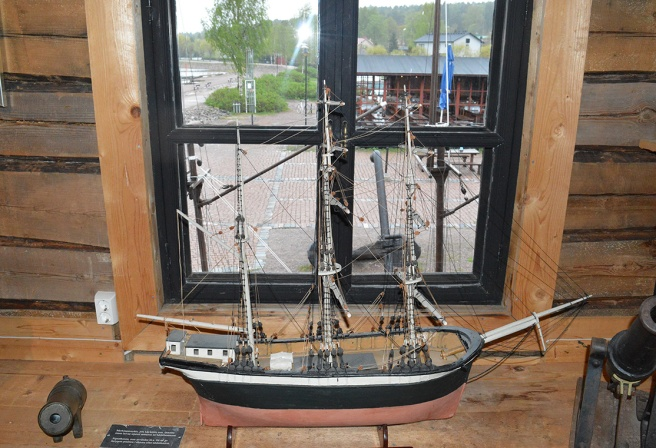 Utsikt från sjöfartsmuseets andra våning över en del av Skeppsbroområdet.