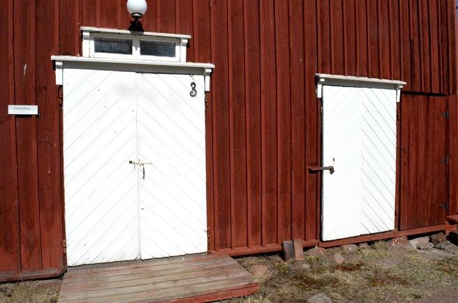 Två vackra portar i huset Armonlinna.