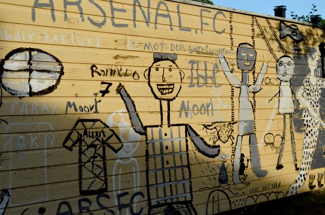 Glada gubbar och en signal om att någon är fotbollsfrälst?