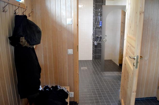 ... och den enda varma duschen under hela seglatsen kändes som himmelriket. Kostade bara fem euro.
