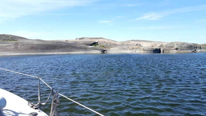 En bild från seglatsen då vi hade förtöjt en stund i en vik intill klipporna på Söderskär.