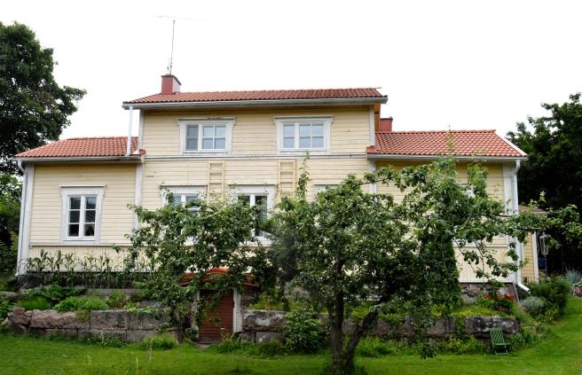 Huset vid ån där familjen Roo bor är ett av de nya objekten under Lovisa Historiska Hus.