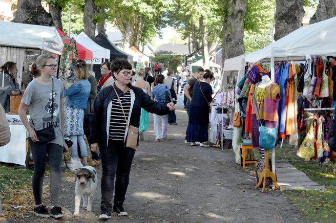 Producenternas marknad med lokalt producerat och hantverk.