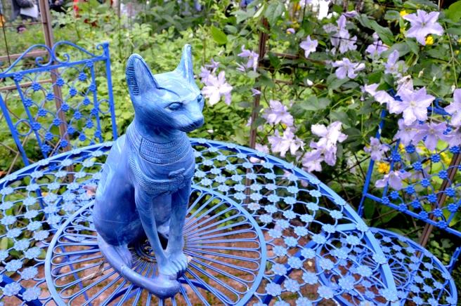 En av mina favoritfärger är blått i olika nyanser fastän jag så gott som aldrig klär mig i de färgerna.