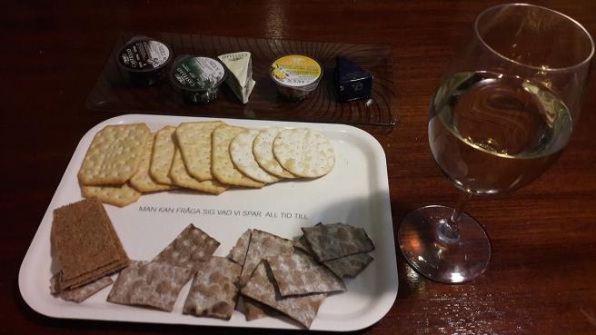 Ost, kex och vin är alltid rätt :-)