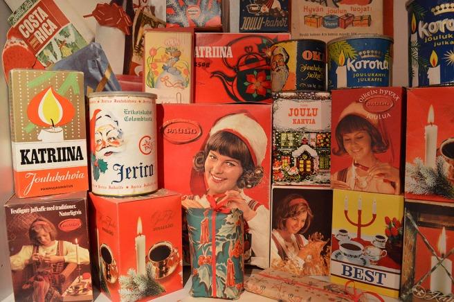 Gamla förpackningar på ett museum i Pyttis.