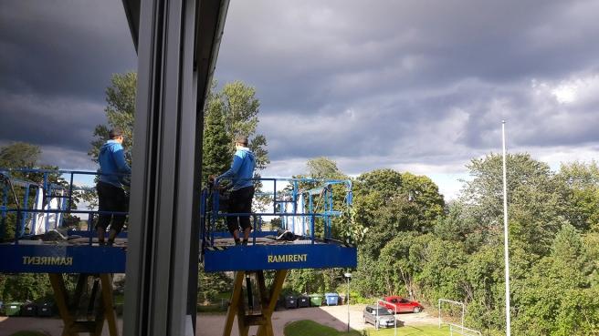 Ställningen kommer allt närmare min balkong.
