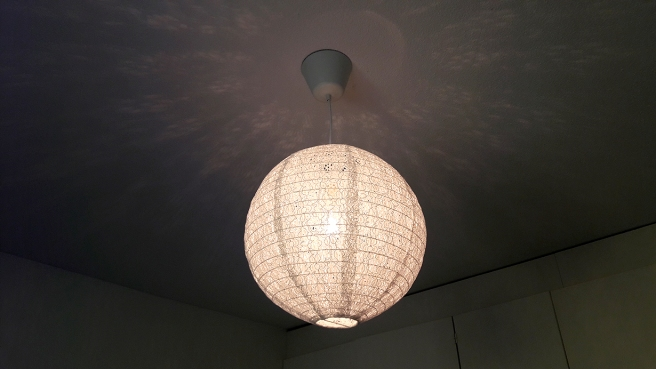 En lampkupa av spetstyg - det är ungefär så långt jag kan sträcka mig :-)
