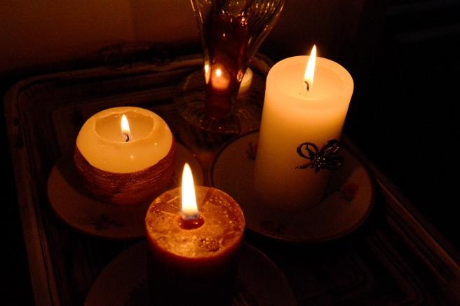 Jag bränner levande ljus varje kväll, inte enbart om höst och vinter.