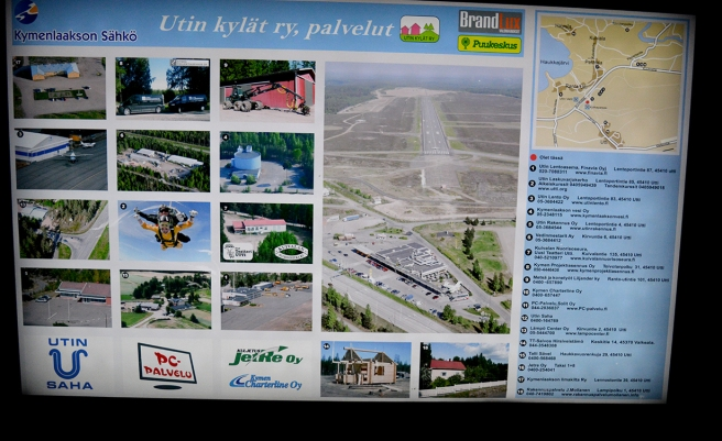 På väg till innebandymatchen i Villmanstrand i början av oktober tog vi en paus i Utti. Där fanns den här skylten.