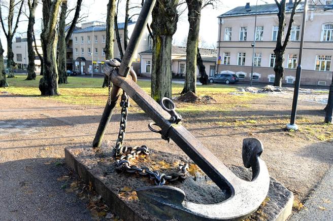 Parken har fått sitt namn eftersom här finns ett gammalt ankare som symbol.