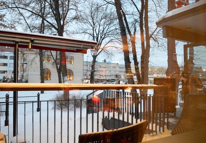 Vi var tidigt i farten och började äta redan då klockan var lite över tre på eftermiddagen. Utsikt från Rafaels Steakhouse.