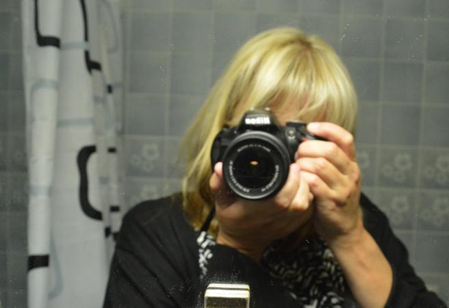Bilden är med avsikt lite oskarp så ni inte ska se dammet på spegeln :-D