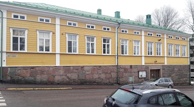 Församlingshemmet i Lovisa. Sedan finns det också ett nyare församlingscenter.
