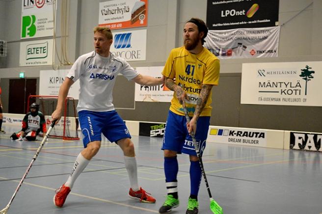 Hade en del halvroliga bilder men sätter ut en stillastående normal. Tuomas Savukoski till höger som valdes till Tors bästa spelare i matchen.